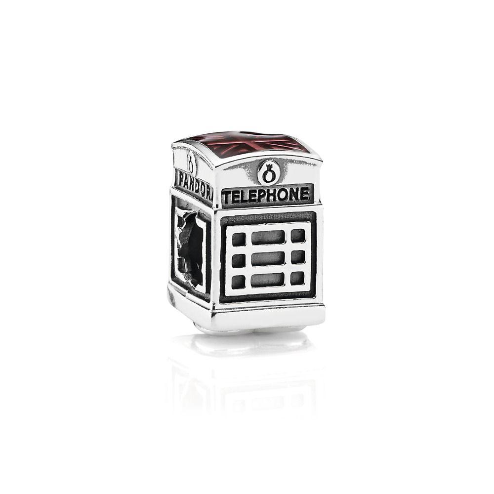 Charm de prata de lei no formato de uma cabine de telefone londrino pra lá  de especial. Na parte de cima com o desenho da bandeira de Londres adornada  com ... 6f4e2880ee87
