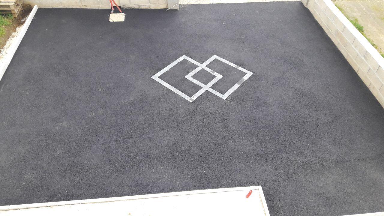 Enrobe A Chaud Noir Avec Bordures Ton Pierre Et Paves Gris Vue Du 1er Pave Gris Entree De Garage Entree Maison