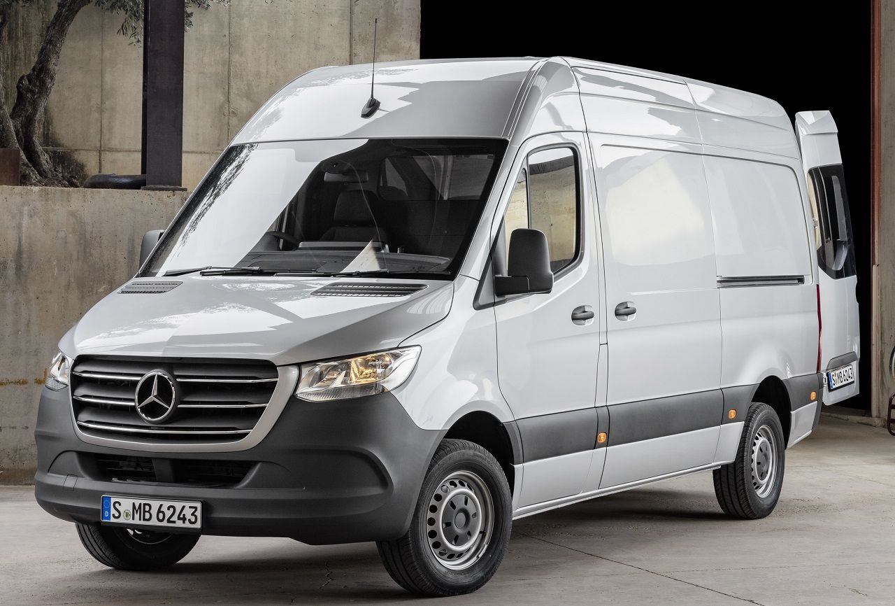 nouveau mercedes sprinter traction propulsion ou 4x4 m mes moteurs que l 39 actuel diesel 2 1. Black Bedroom Furniture Sets. Home Design Ideas