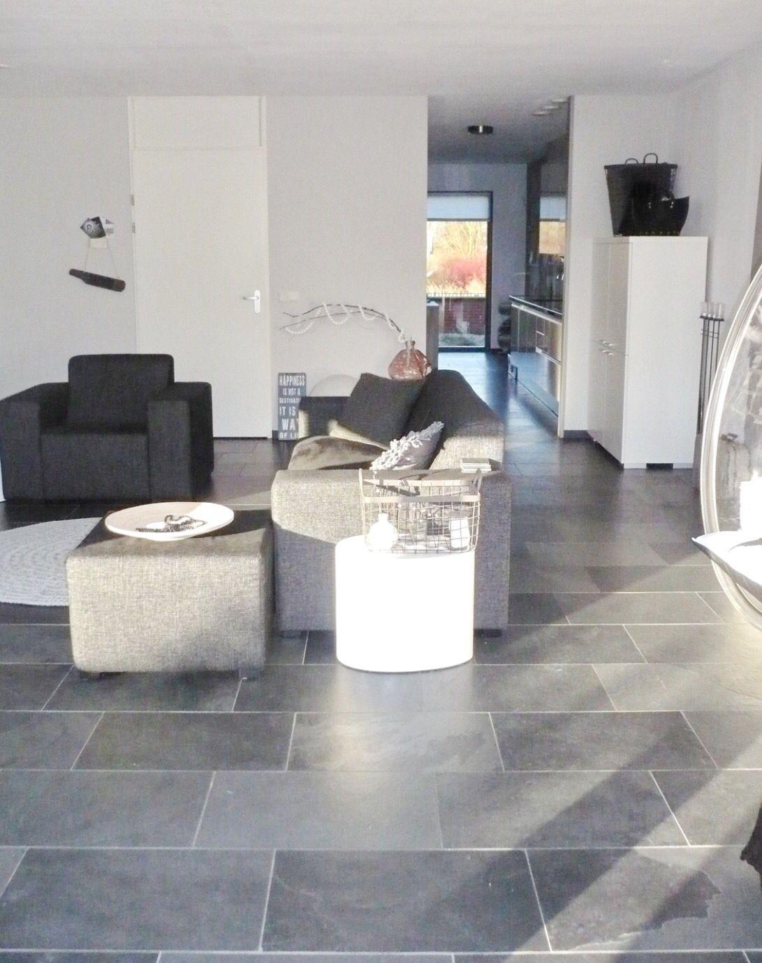 Mooie grijze tegelvloer woonkamer grijze tegelvloeren for Grijze woonkamer