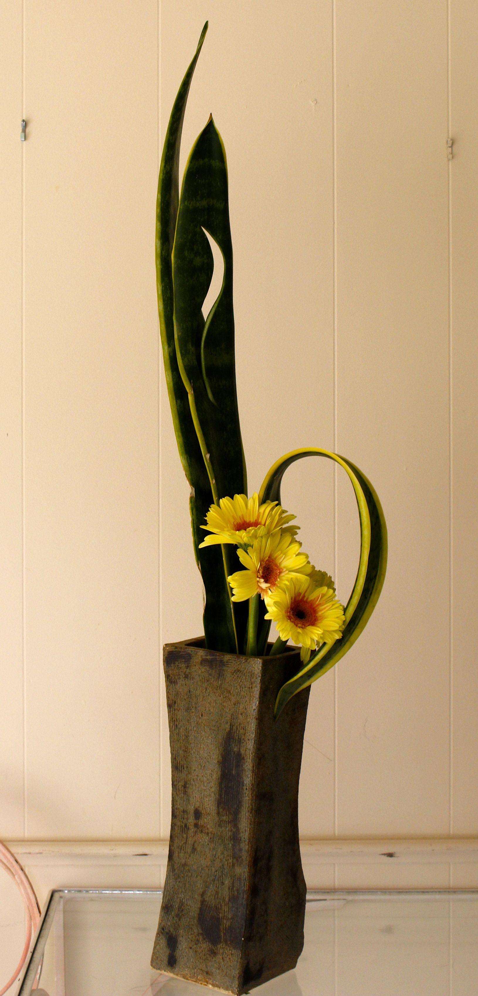 Penny Decker Instructor Ffgc Floral Design Unit 9 Daytona Beach Fl Ikebana Flower Arrangement Creative Flower Arrangements Contemporary Flower Arrangements