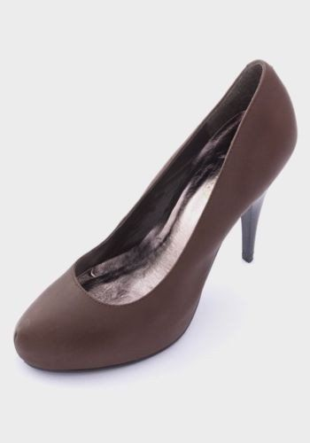 2005aed329 Fabulous hidden platform court s from Nine West in a lovely textured  leather. Coffee coloured leather