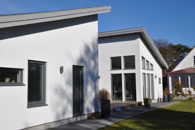 Vit putsfasad med grÃ¥ fönster | Home - Inspiration | Pinterest : fönster funkis : Fönster