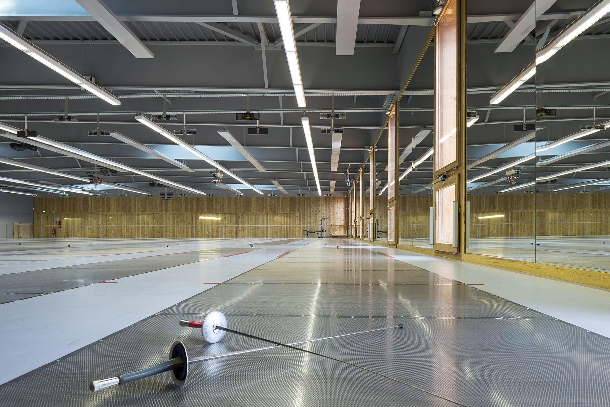 Springen im Carrée - Sporthalle aus Holz in Straßburg