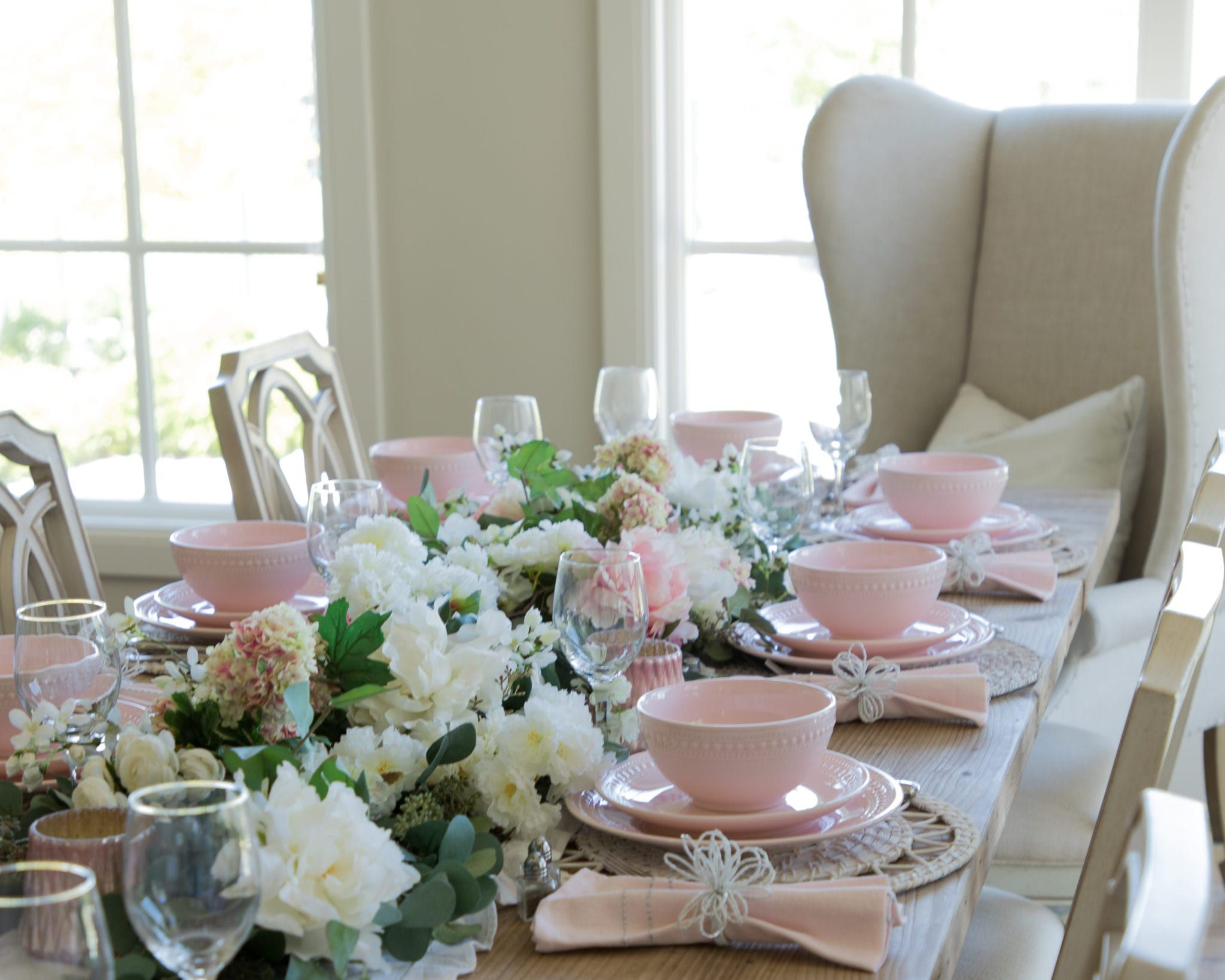 Pink And White Valentines Day Tablescape In 2020 Spring Table Settings Beautiful Table Settings Spring Table