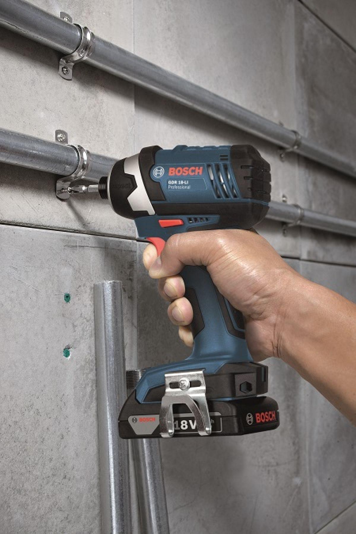 Bosch Impact Driver In Use Organizacao Da Garagem Ferramentas Garagem