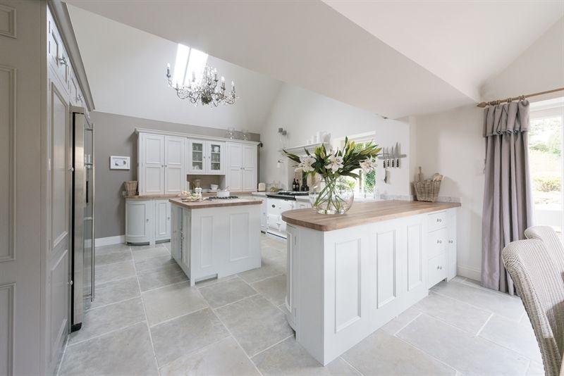 Cool calm kitchen ~ lovingly pinned by www.skipperwoodho...