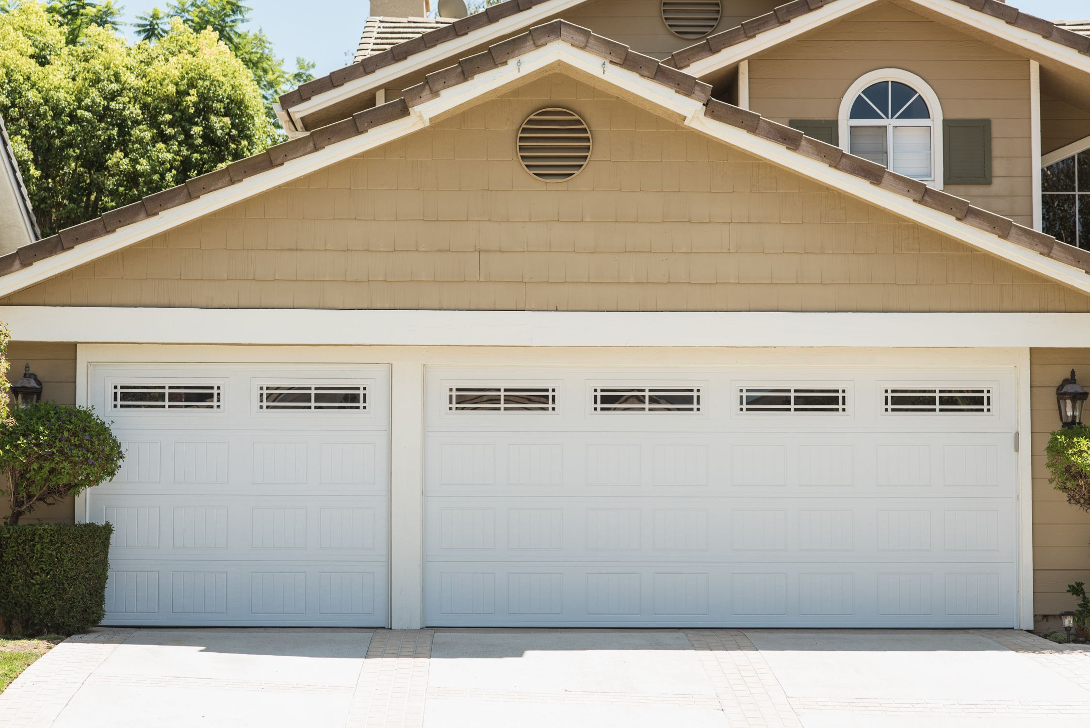 Beautiful 16 X 7 8 X 7 Wayne Dalton 8000 Sonoma Doors With Prairie 2 Windows Los Angeles C Garage Doors Garage Door Spring Repair Residential Garage Doors