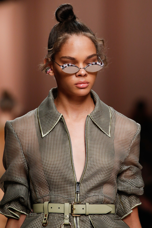 eb083e39 Fendi Spring 2019 Ready-to-Wear Fashion Show in 2019   Accessories ...
