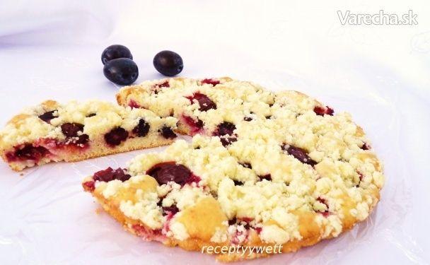 Černicovo-slivkový koláč s posýpkou (fotorecept)