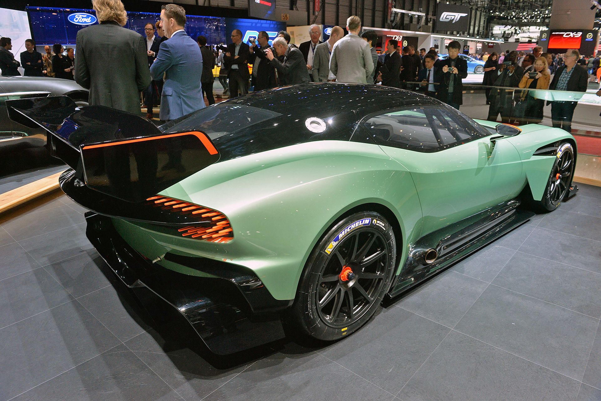 800 Hp Aston Martin Vulcan Will Live Long And Prosper On The Track Aston Martin Aston Martin Vulcan Super Sport Cars