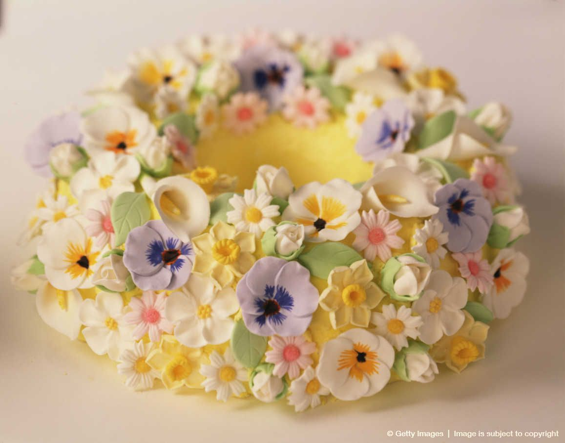 Bundt cake decorated with sugar flowers Crafty Cakes