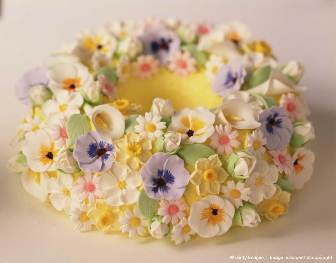 gateau Bundt décoré avec des fleurs en sucre / Bundt cake decorated with sugar flowers