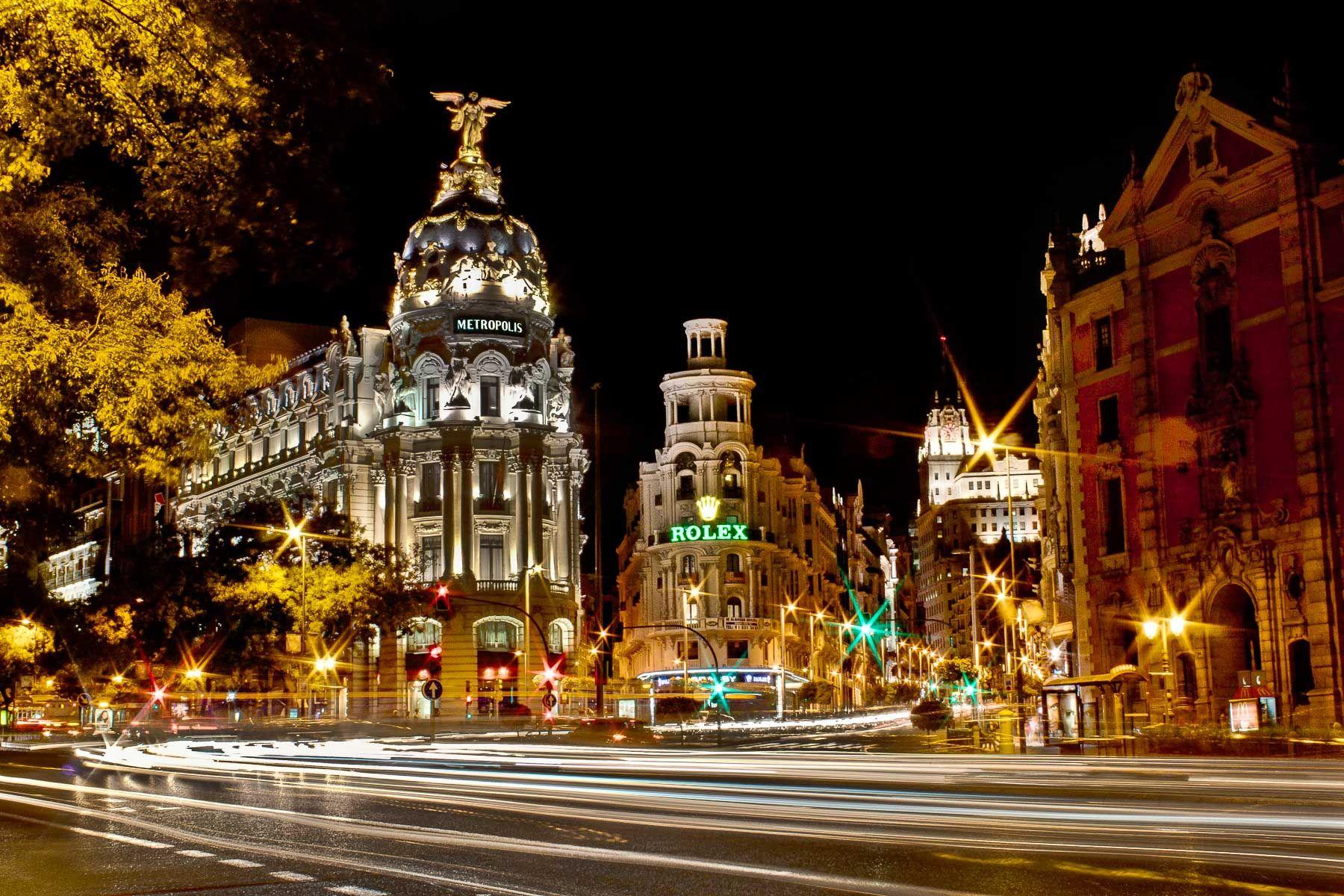 """""""De Madrid al cielo"""" (Madridista taivaaseen) täällä tavataan sanoa; Espanjan pääkaupunki kun on sekä kuvainnollisesti että konkreettisesti lähellä taivasta."""