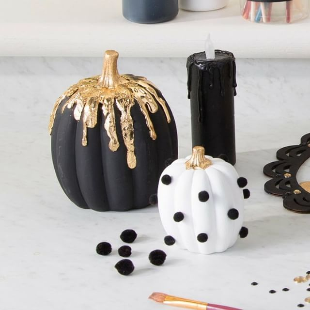 We are loving this hot glue technique on this glam pumpkin! Get the