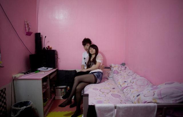 photo taken by Sim Chi Yin,Beijing  大都会・北京の暗く狭い地下室に住む人々の写真集「Rat Tribe」 - DNA