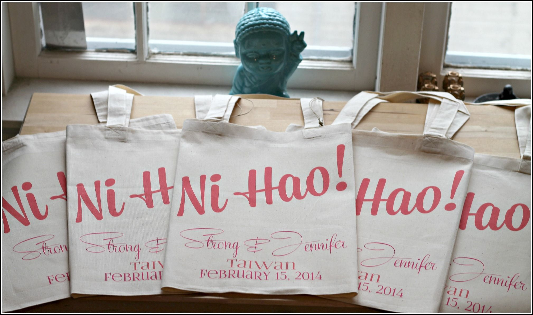 Hello in any language personalized welcome tote via ilu.lily designs on Etsy #destinationwedding #wedding