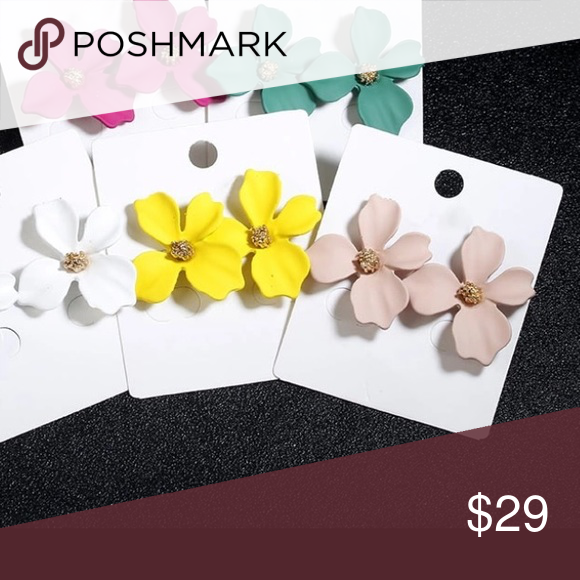 Wholesale 4 Pack Flower Petal Earrings 1 Each Of Four Colors Each Brand New And Sealed 14k Gold Plated Centers Posts R Petal Flower Petals Dusty Pink
