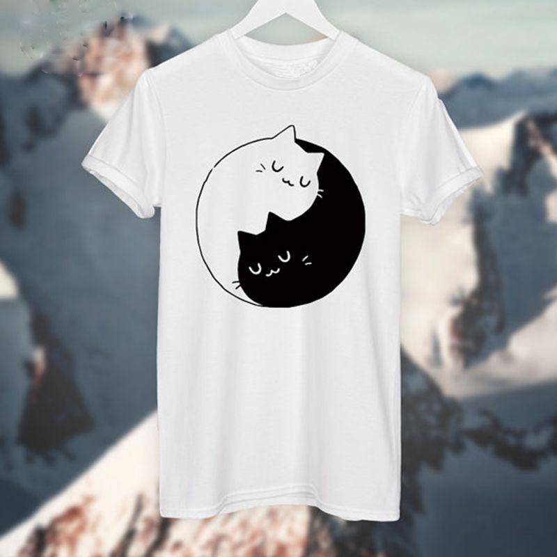 532fdcfb4d Yin Yang Gatos Gatinhos T SHIRT Das Mulheres T camisa de Algodão Ocasional  Camisa Engraçada Para Senhora Top Cinza Branca Tee Hipster em Camisetas de  Das ...