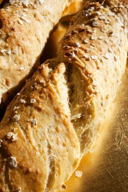 Hämmentäjä: Rapeat kaurapatongit. Crispy oat baguettes.