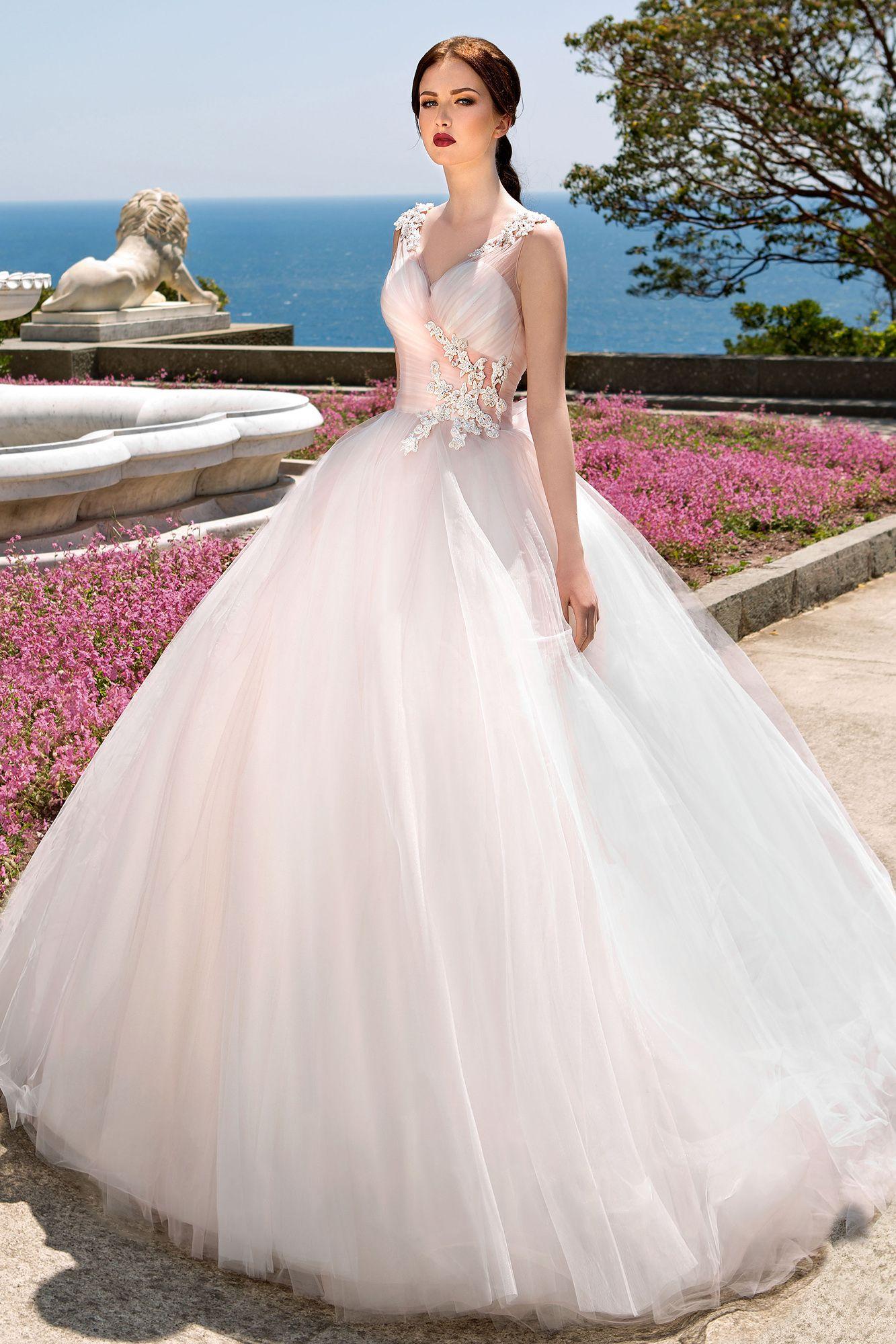 Vestidos de novia con detalles fucsia