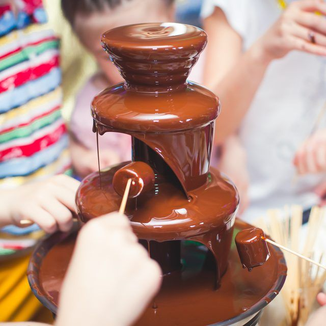 What Kind of Chocolate Should Be Used in a Chocolate Fountain? #chocolatefountainfoods