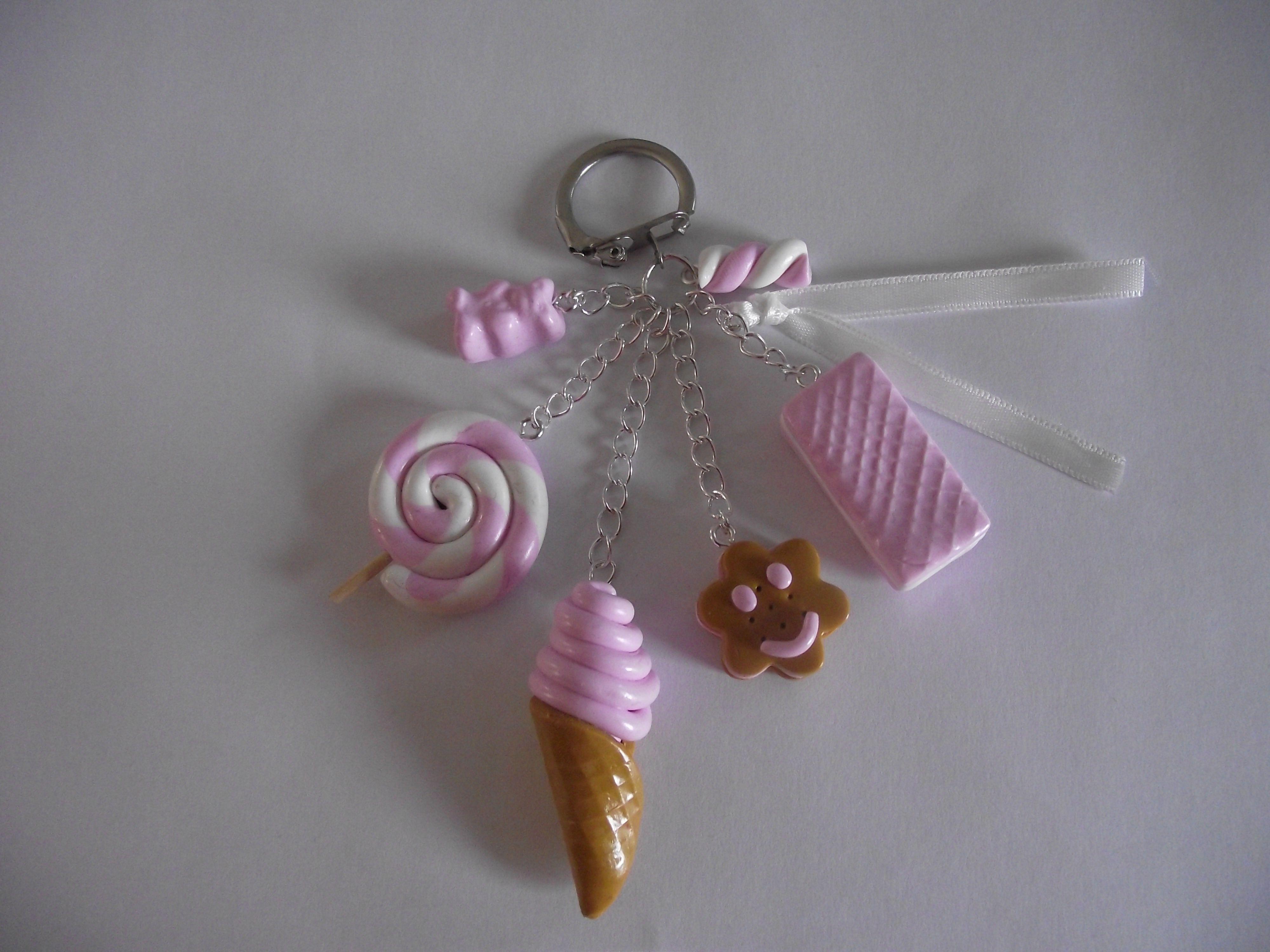 Porte clés Gourmand avec nounours, sucette, glace, gaufrette, Biscuit fleur  et guimauve
