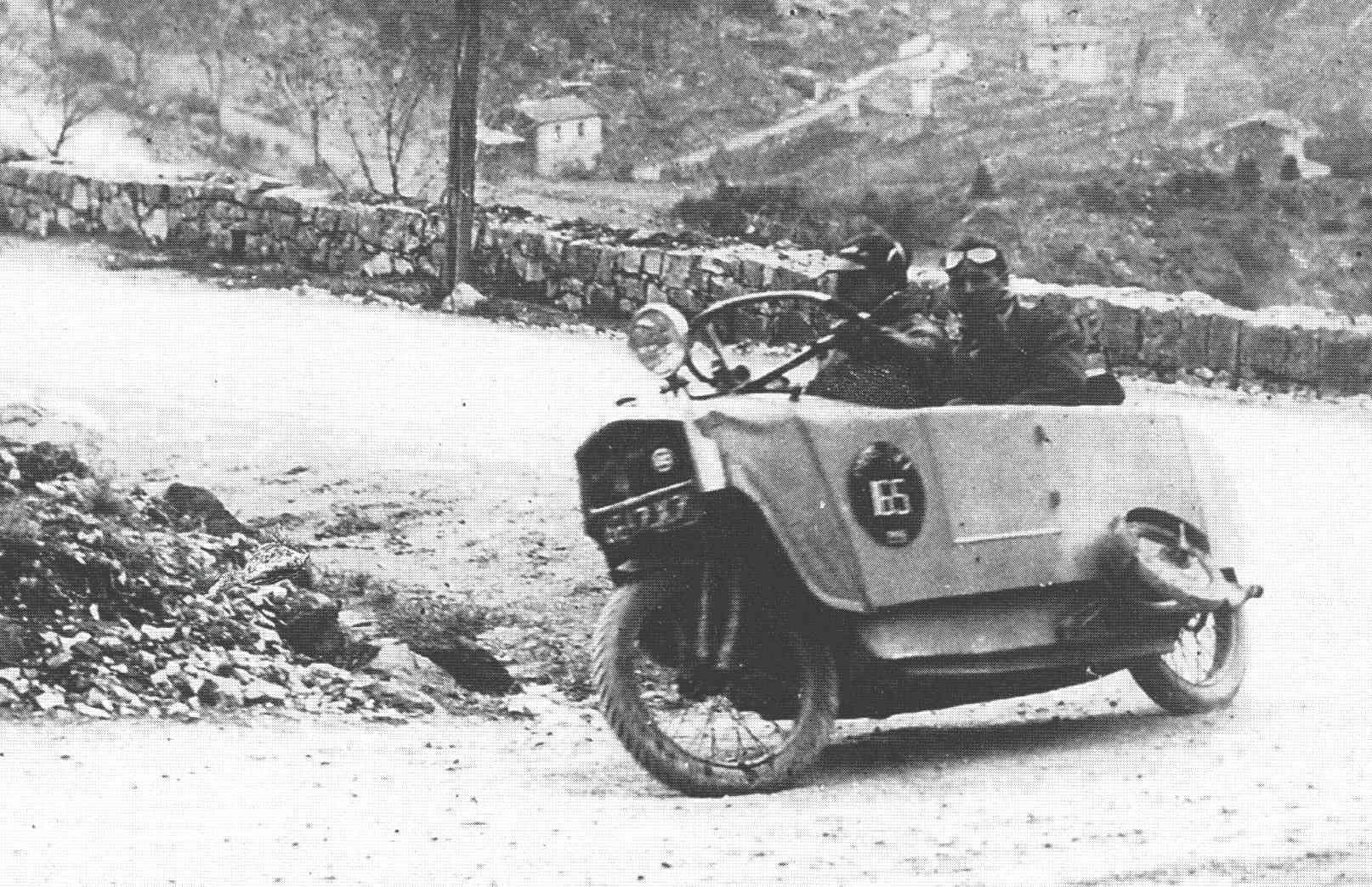 Two+two-wheeled car was manufactured for Établissements Monotrace S.A. (previously Ateliers du Rond Point) in France, under license from Mauser of Germany (1925-1928)