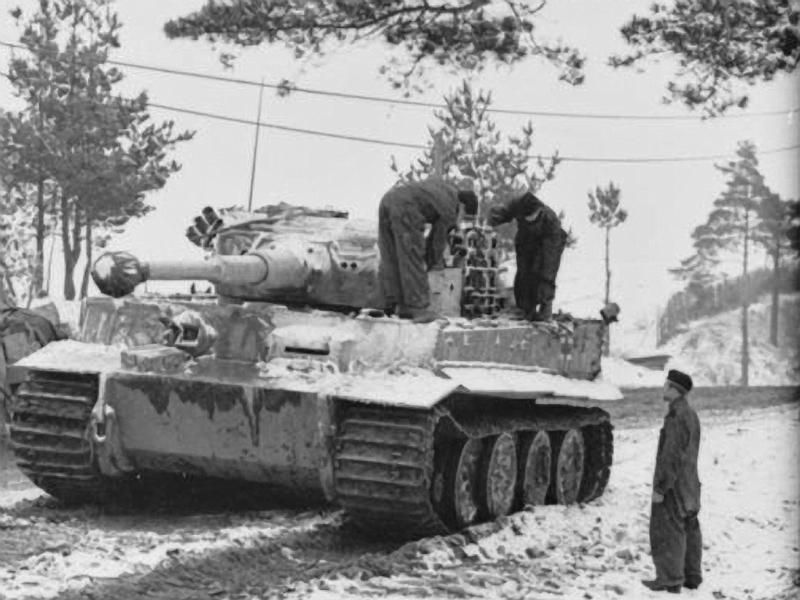 A Tiger 1 crew operating in winter conditions