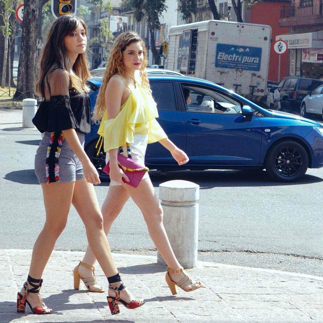 Beauty brunch blog con look casual para calor, shorts y blusas con olanes y transparencias.