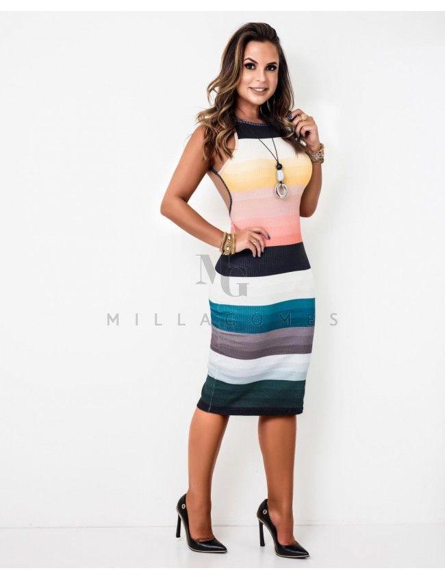 02a4c6e30 Vestido canelado com listras coloridas, possui shape reto, modelo midi  alças finas e decote