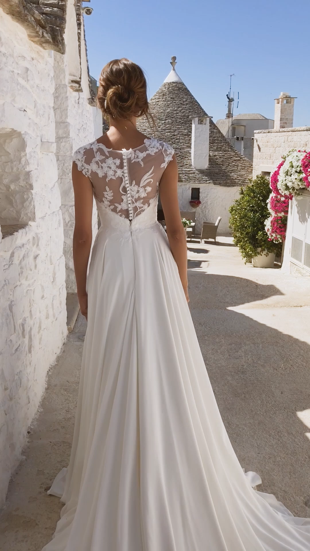 The MALONE gown by Madi Lane Bridal // Style Number: ML12092