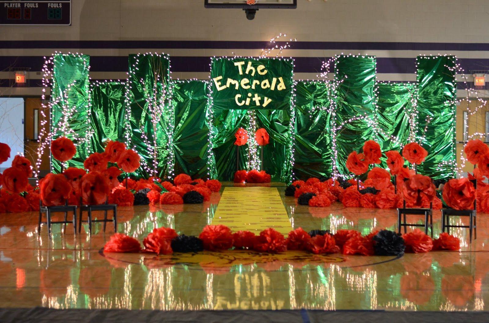Oz Party Entrance Wizard Of Oz Decor Wizard Of Oz Musical