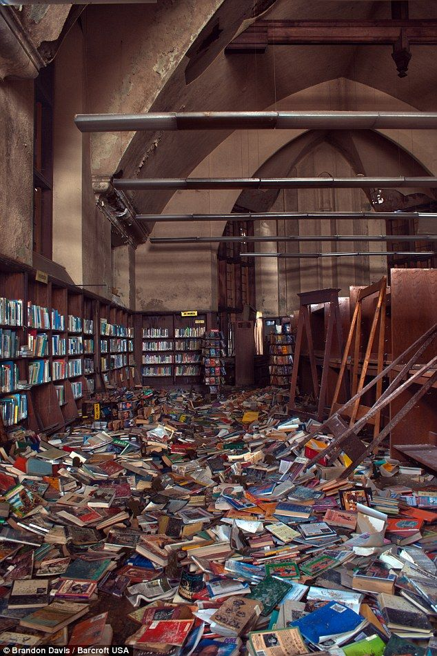 Ohio Photographer Brandon P Davis S Ghostly Pictures Of Urban Decay Daily Mail Online Abandoned Library Abandoned Places Abandoned