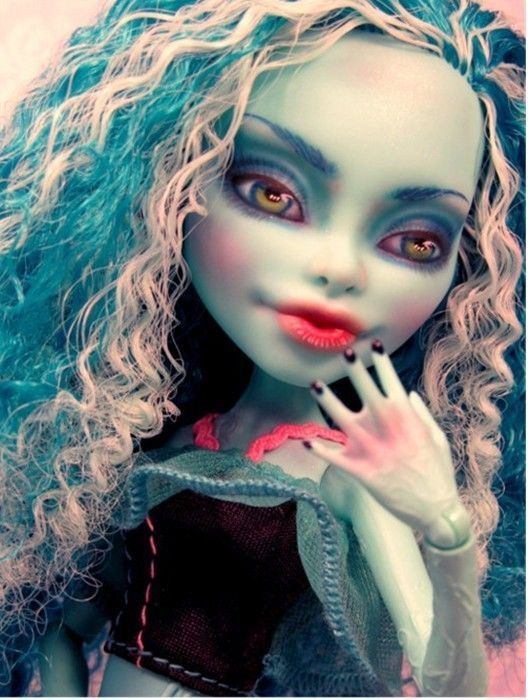 Monster High Doll Repaint Tutorial Learn How To Watercolor Pencils Paint Pastels Monster Puppen Monster High Monster