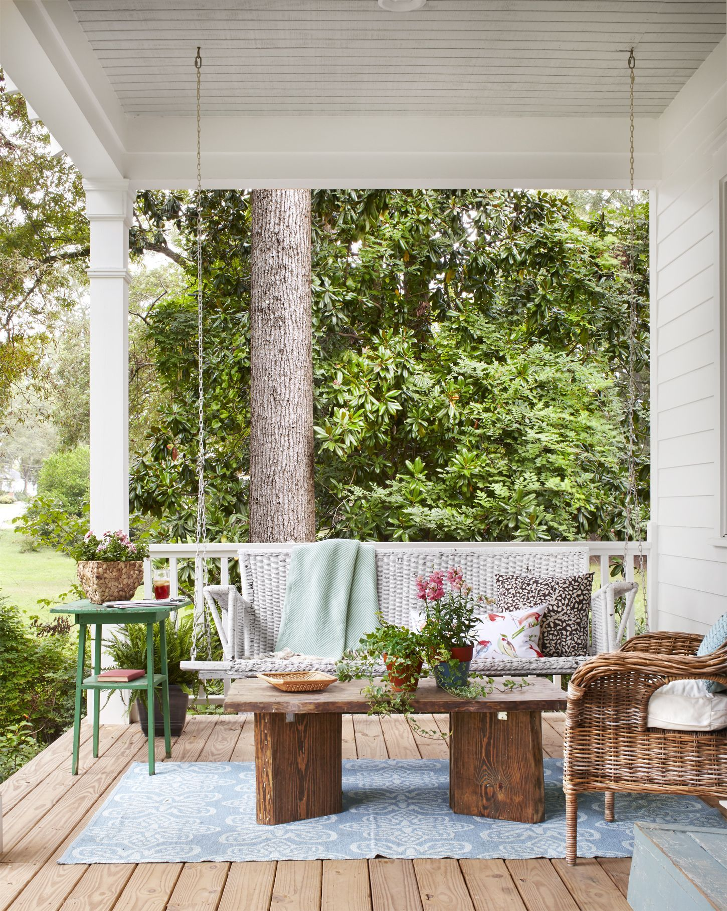 Step Inside One Of The Prettiest Country Farmhouses We Ve Ever Seen In 2020 Porch Design Porch Decorating Diy Front Porch