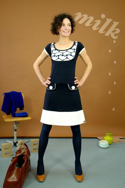 Wunderschönes Kleid aus weicher Viskose in dunkelblau mit ...