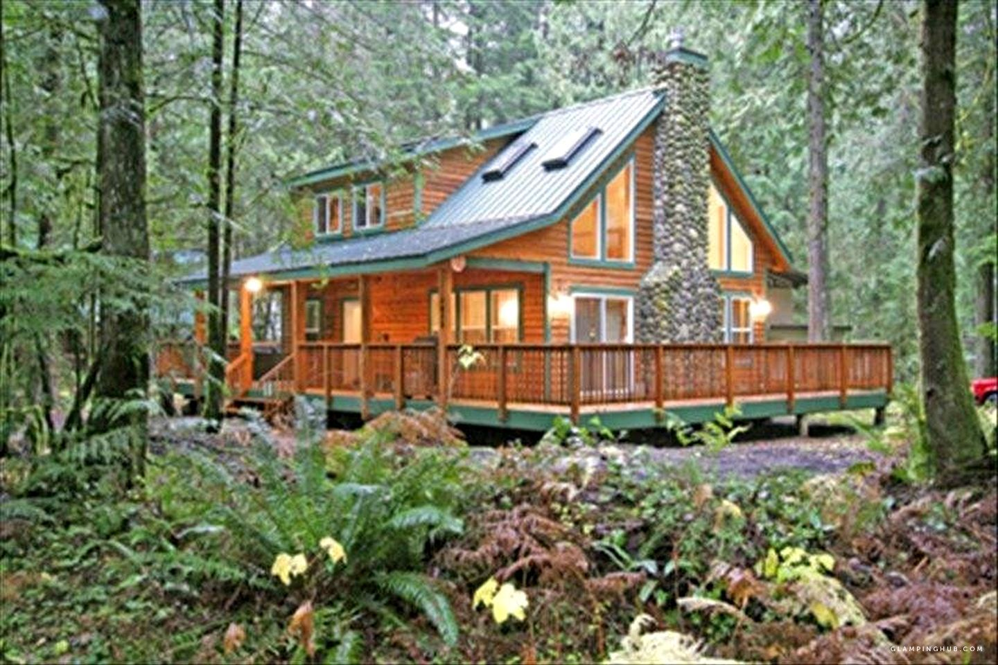 Stunning Luxury Cabin Rental for Seven with Private Hot