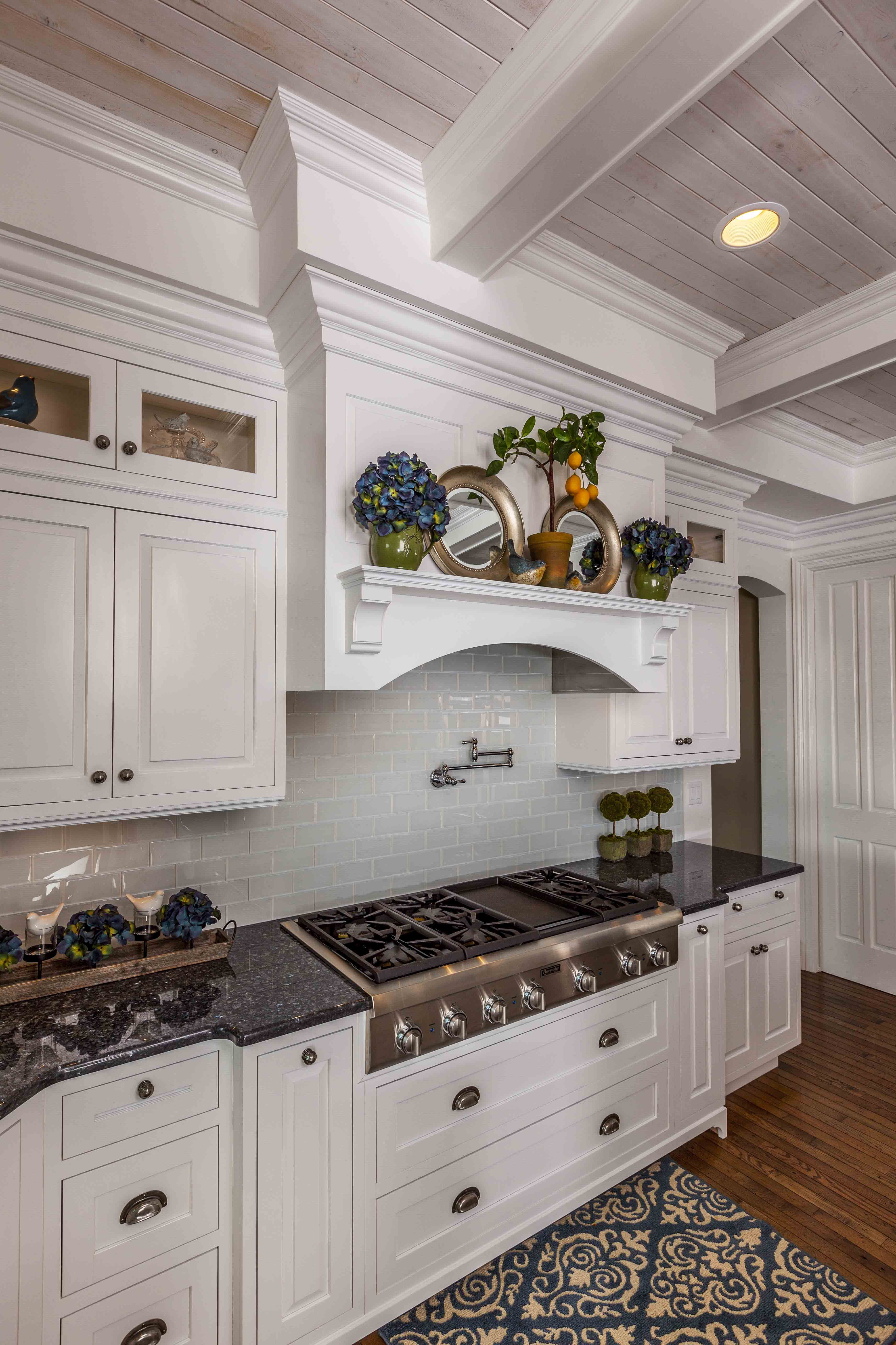 Country Classic Door Style Finished In Designer White Paint Designed By Darryl Vaughn Ki Kitchen Cabinet Door Styles Rustic Kitchen Kitchen Cabinet Styles