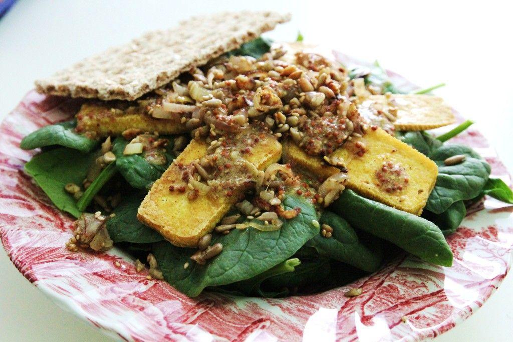 Špenátový šalát s opraženým tofu a lahodnou zálievkou