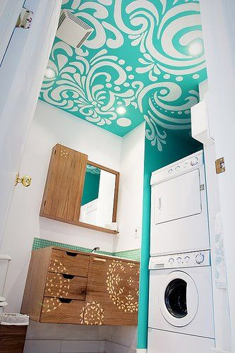 Patterned ceiling. Wow, wow, WOW. I love this. What a fun thing to do in a small bathroom or laundry room!