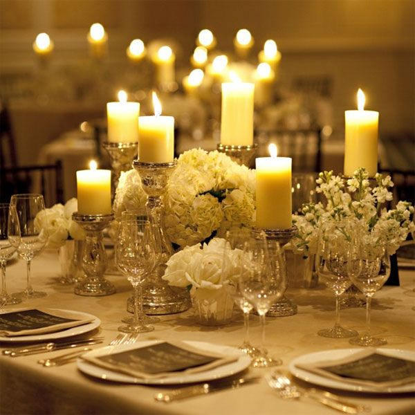 candles at varying heights add visual interest to a classic low centerpiece