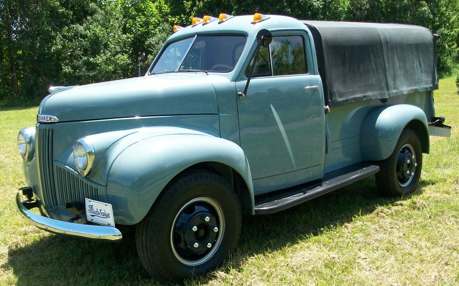 Studebaker M15A20 ONE TON REGULAR CAB 8FT BED Antique