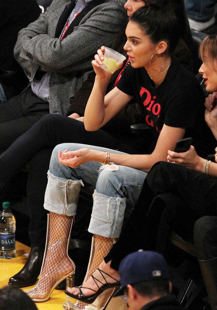 5d67d395643 Kendall Jenner at the LA Lakers game in Los Angeles on January 3 ...