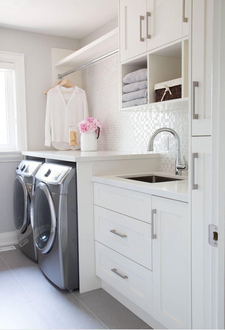 Petite Salle De Bain Avec Laveuse Secheuse ~ small laundry room with a glass mosaic backsplash laveuse et