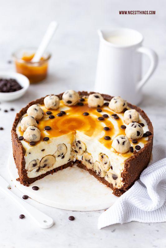 Cookie Dough Cheesecake Rezept Keksteig Käsekuchen mit Salted Caramel Swirl #SaltedCaramelBoom #cookie #cookiedough #cheesecake #keksteig #käsekuchen #caramel #saltedcaramel #karamell #salzkaramell