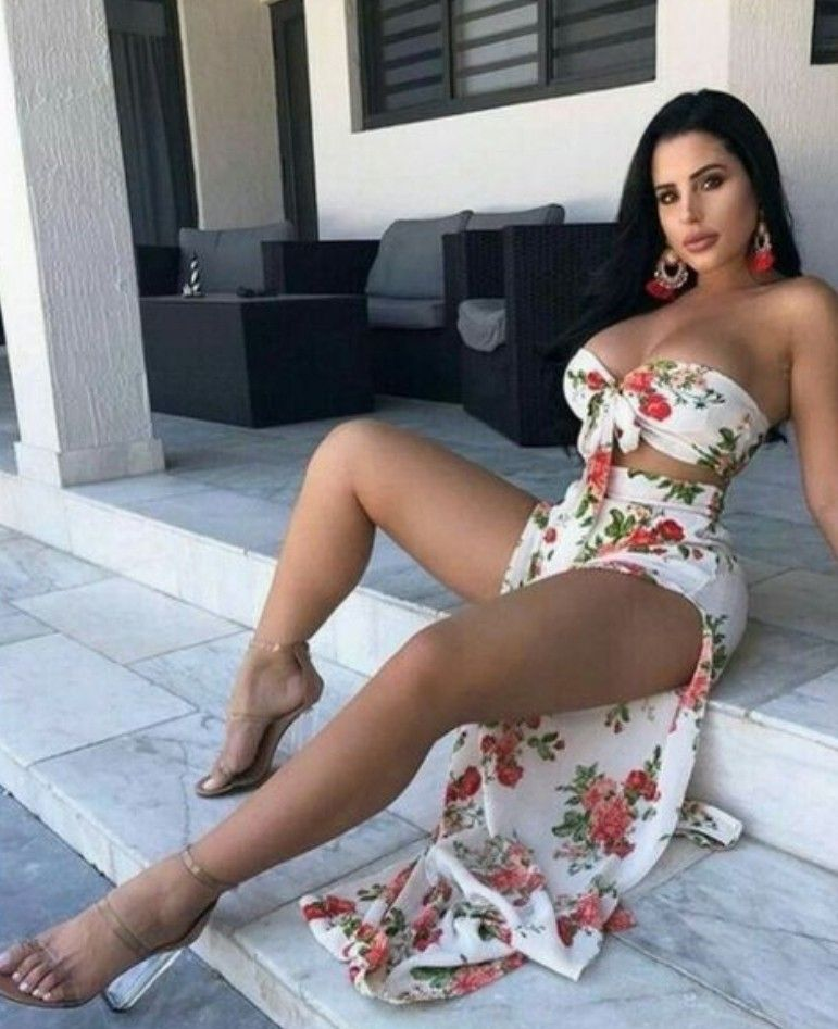 hot latina frauen in sexy kleid