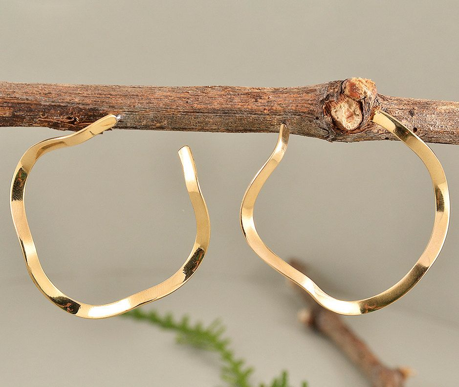 Gold toned thin hoops, twisted stud hoops, minimal hoops, curvy hoop earrings, brass artisan hoops, tumbaga jewelry, wavy ring earring by ColorLatinoJewelry on Etsy