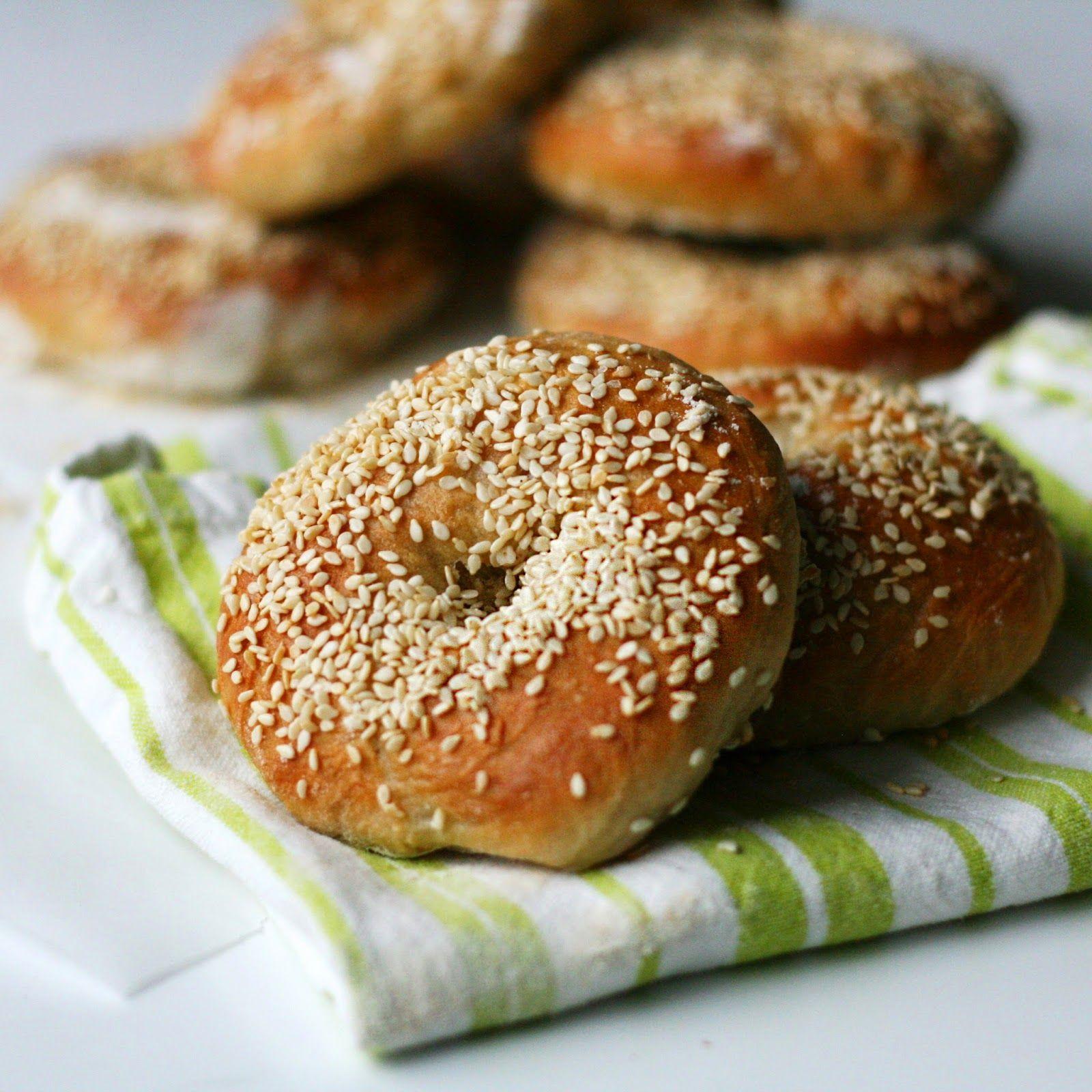Homemade sesame seed bagels. Vegan - by Maikin mokomin