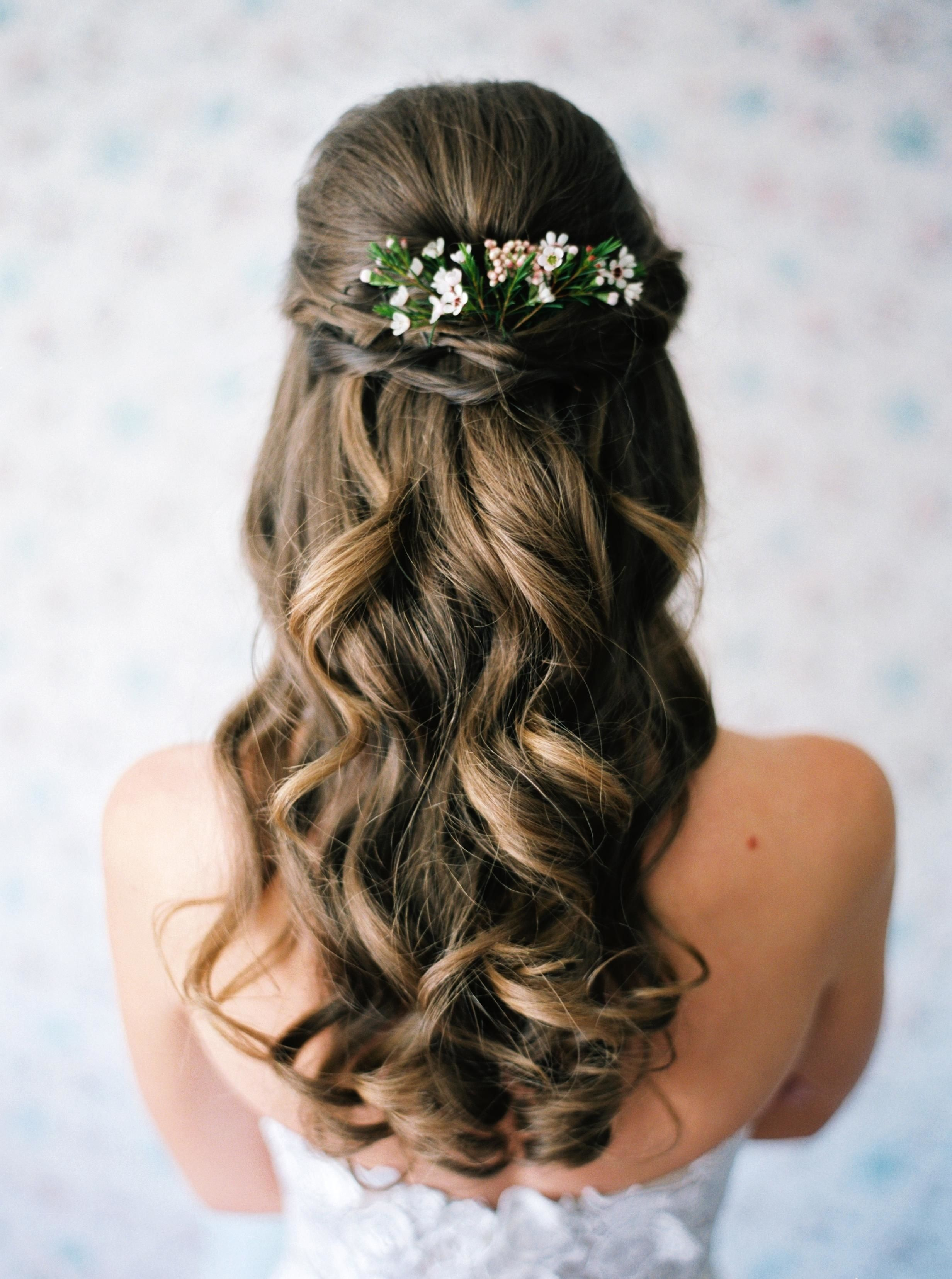 12 Earthy Wedding Hairstyles For The Spring Bride Brides Rustic Wedding Hairstyles Romantic Wedding Hair Wedding Hairstyles For Long Hair